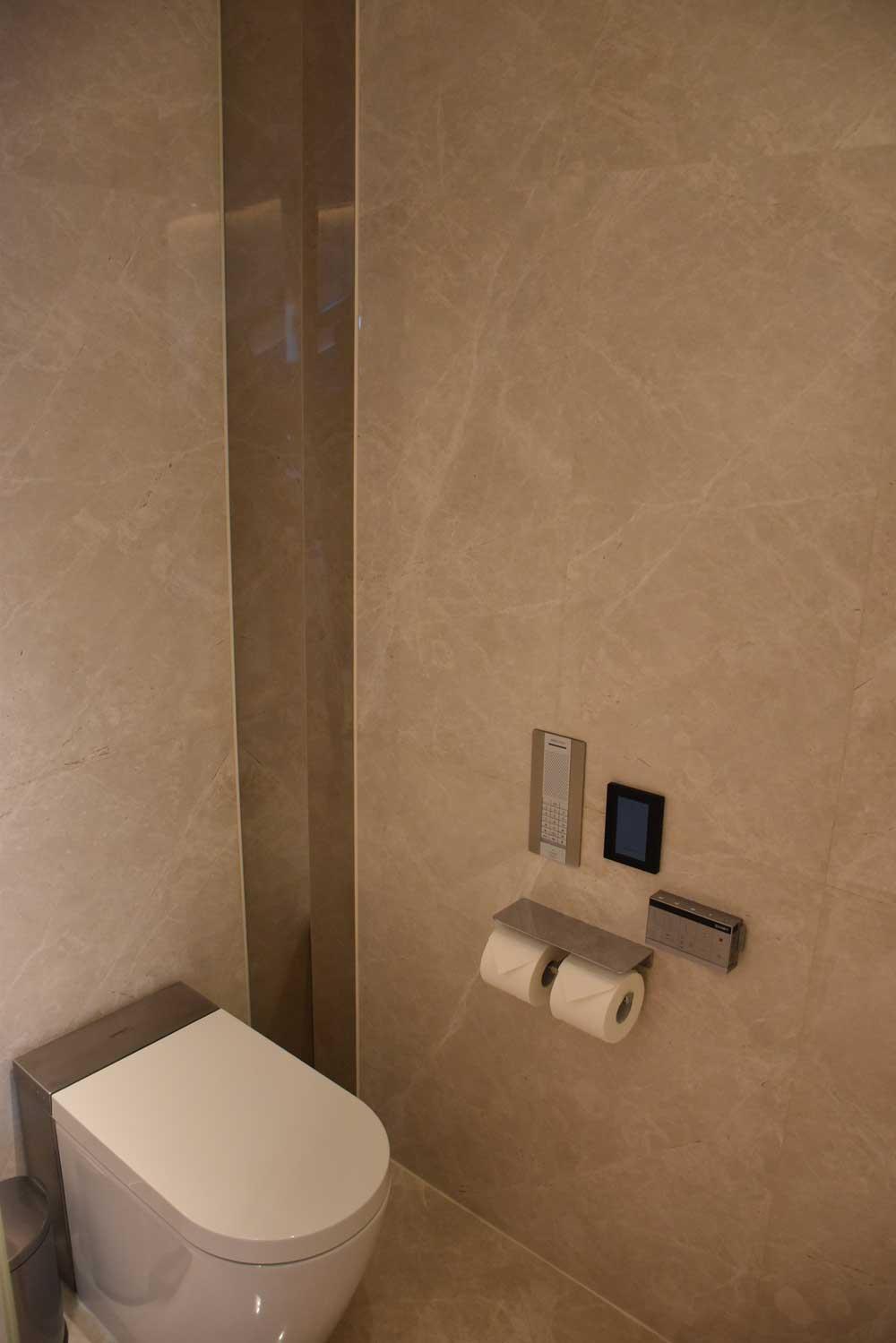 Morpheus Hotel Premier King toilet
