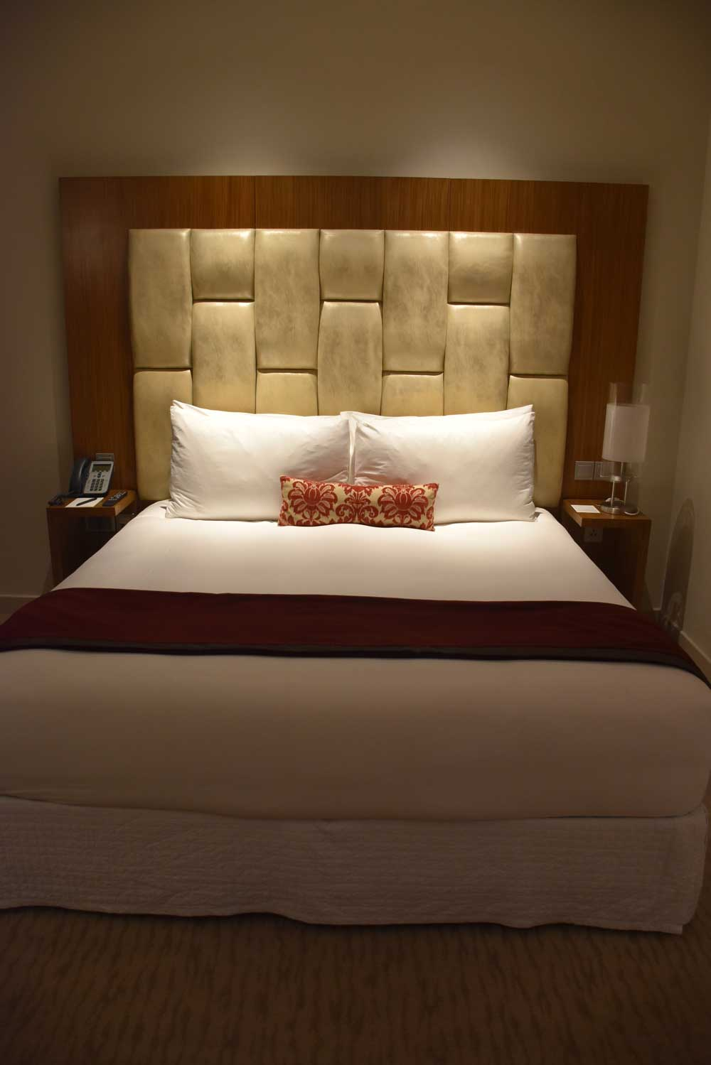 Countdown Hotel Standard King bed