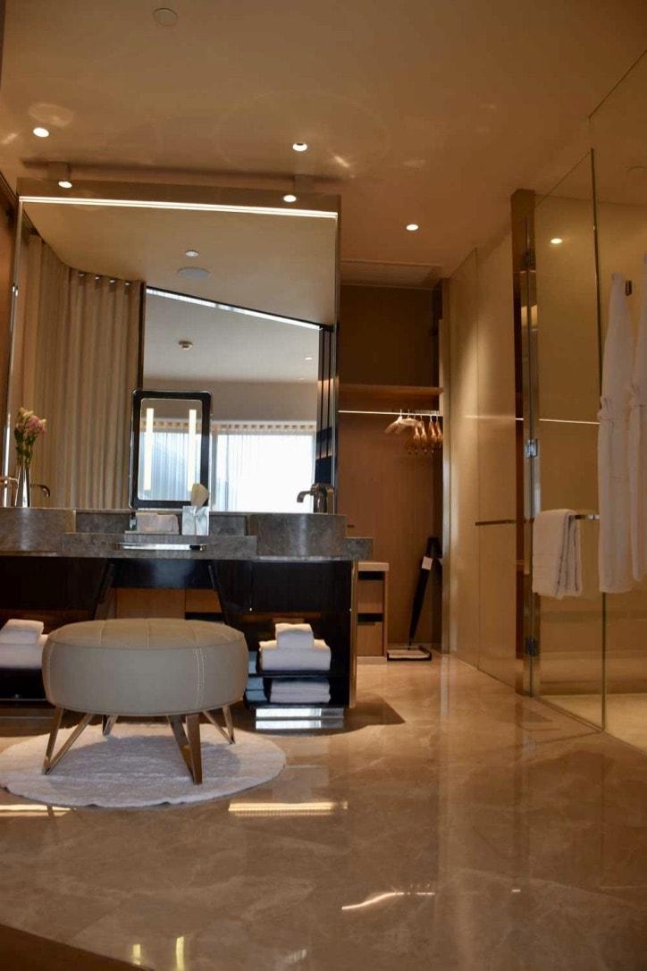 Morpheus Hotel Premier King bathroom
