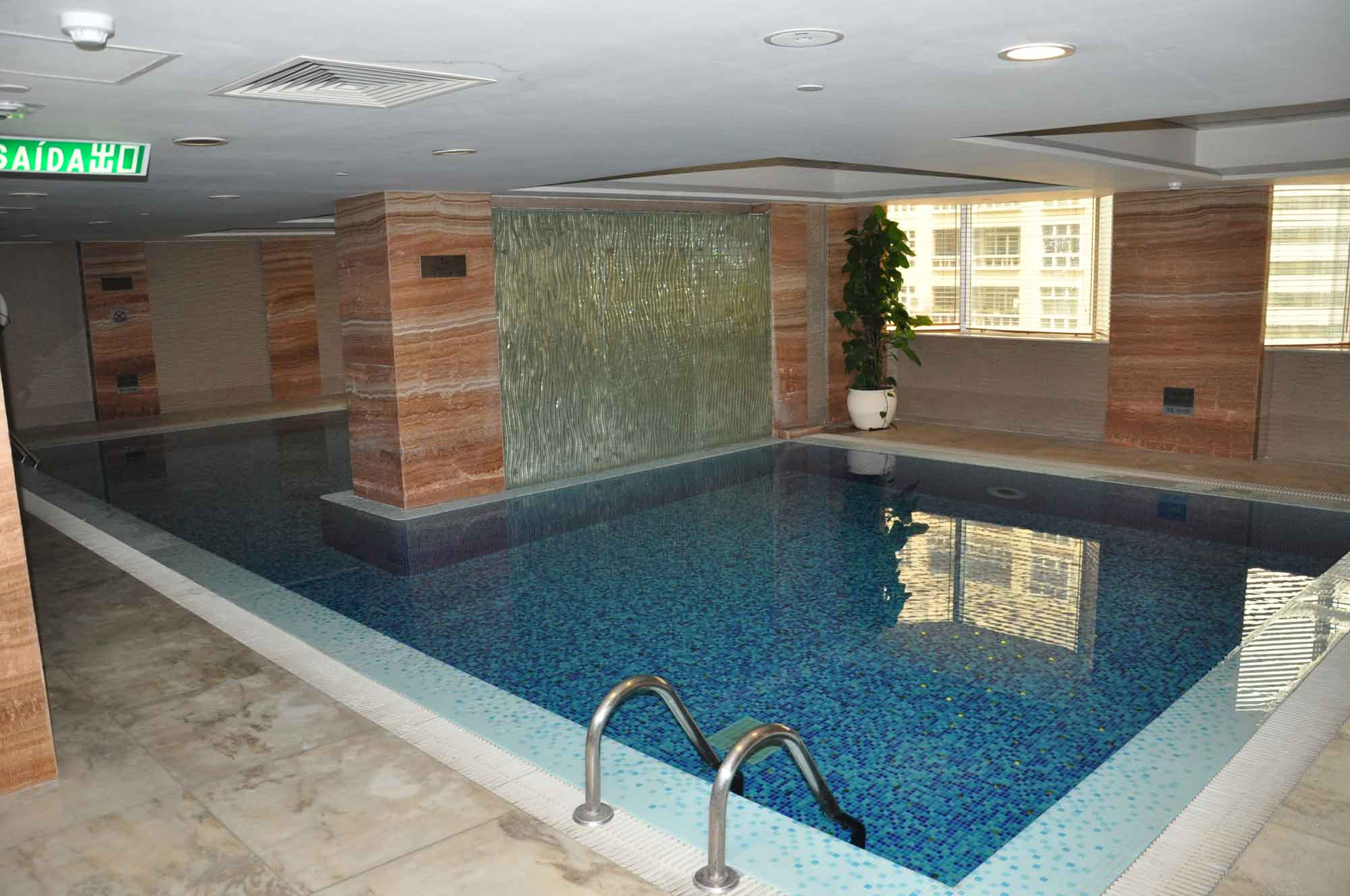 Holiday Inn Macau swimming pool