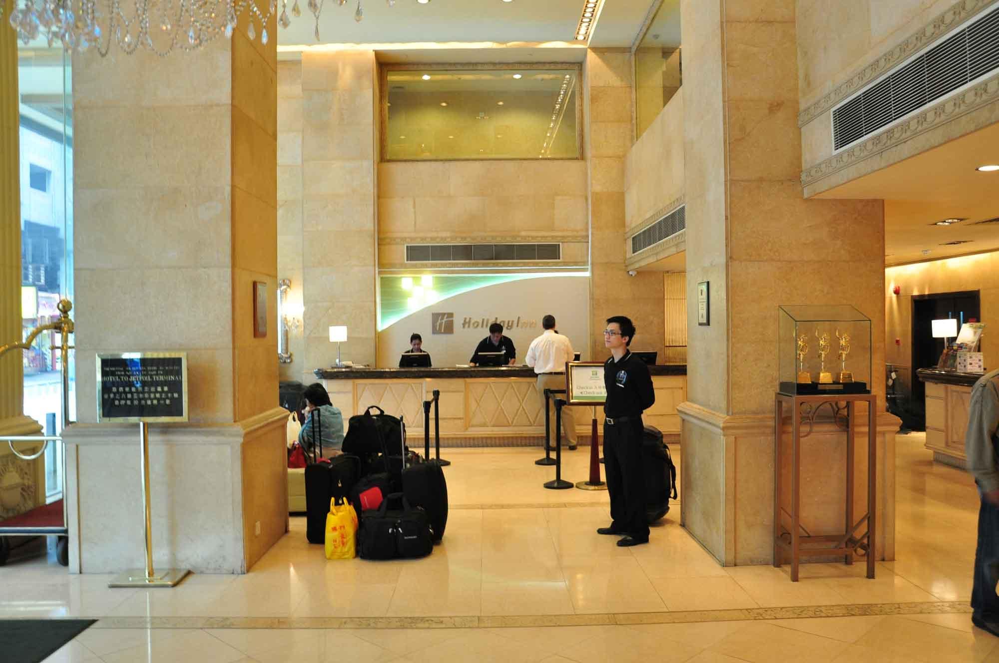 Holiday Inn Macau front desk