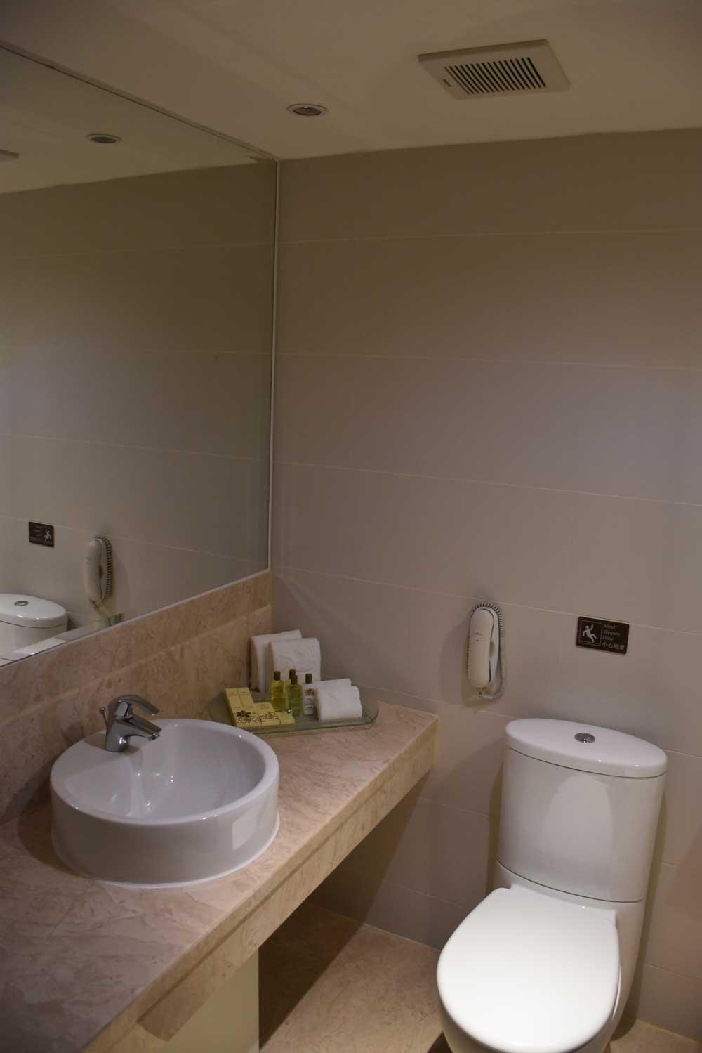 Casa Real Junior Suite bathroom