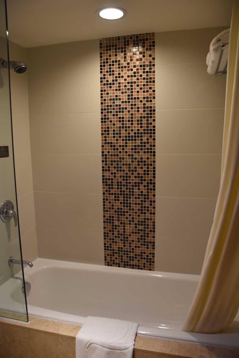 Casa Real Junior Suite bathtub