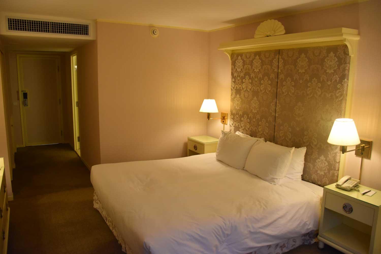 Regency Art Hotel Superior Room bed