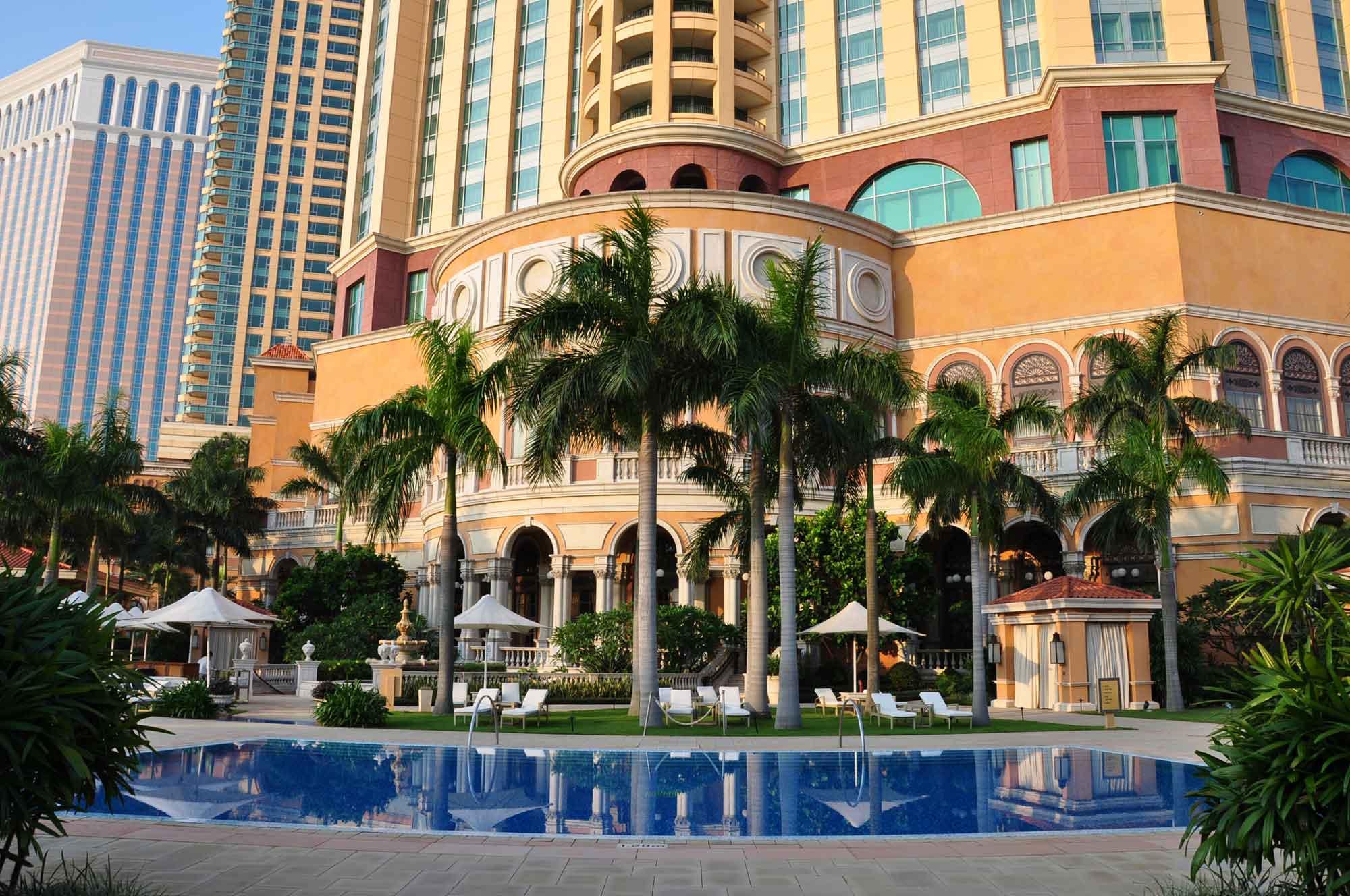 Four Seasons Macau swimming pool