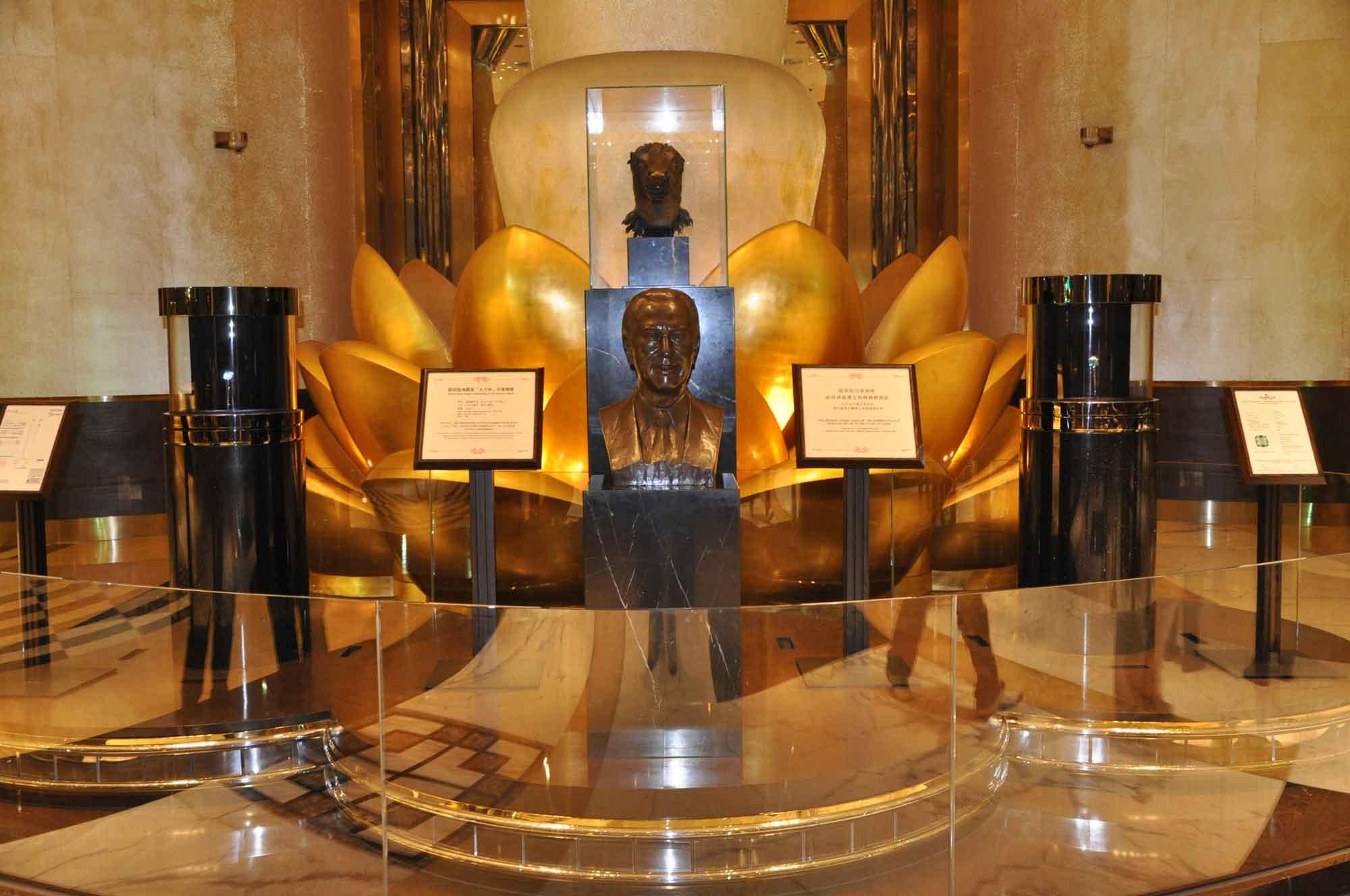Grand Lisboa Stanley Ho statue
