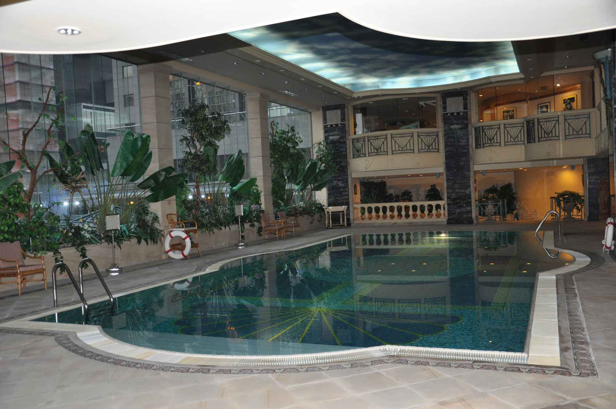 New Orient Landmark Hotel swimming pool