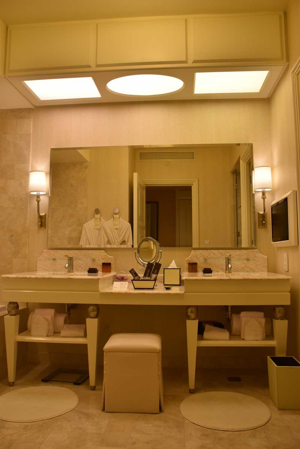 Wynn Macau Deluxe King bathroom