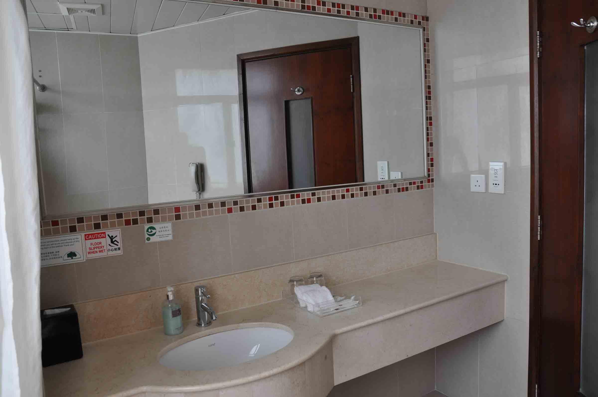 Grand Dragon Hotel Standard Room bathroom