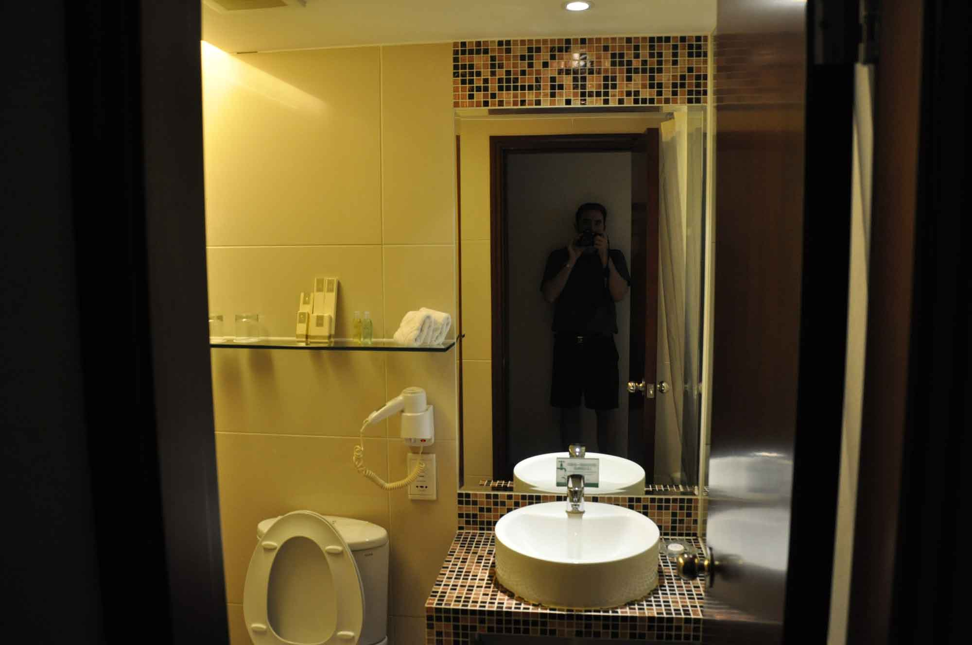 Grandview Hotel Macau Premier Room bathroom