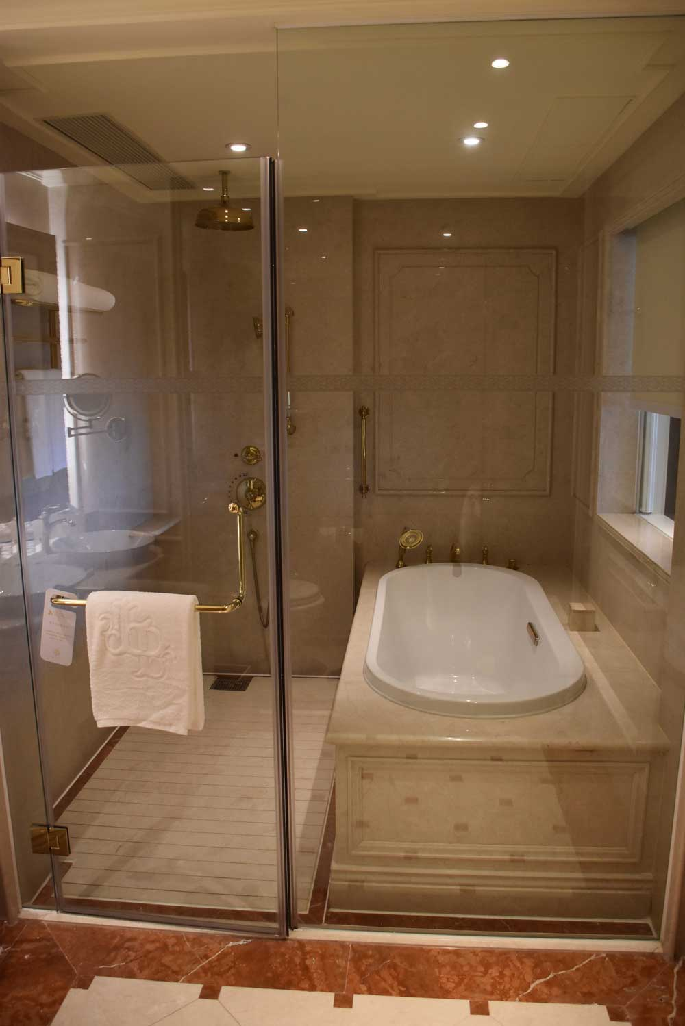 Legend Palace Hotel Executive Seaview shower and bathtub