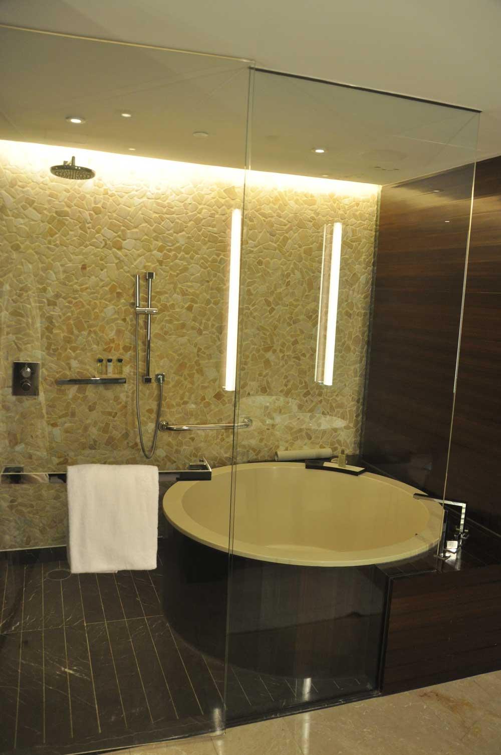 Altira Macau Waterfront King hot tub
