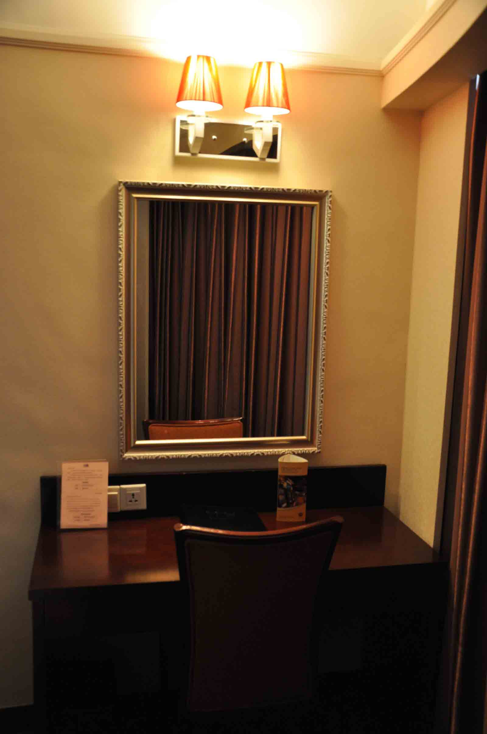 Grand Dragon Hotel Standard Room desk and chair