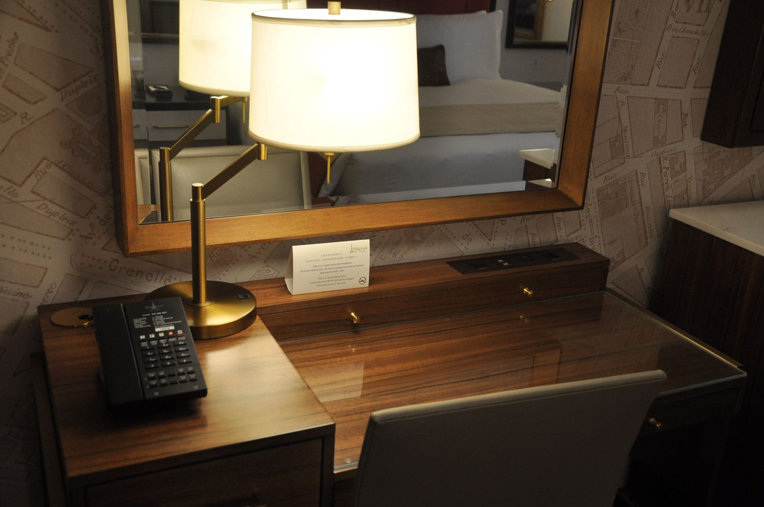 Parisian Macao Eiffel Tower room desk