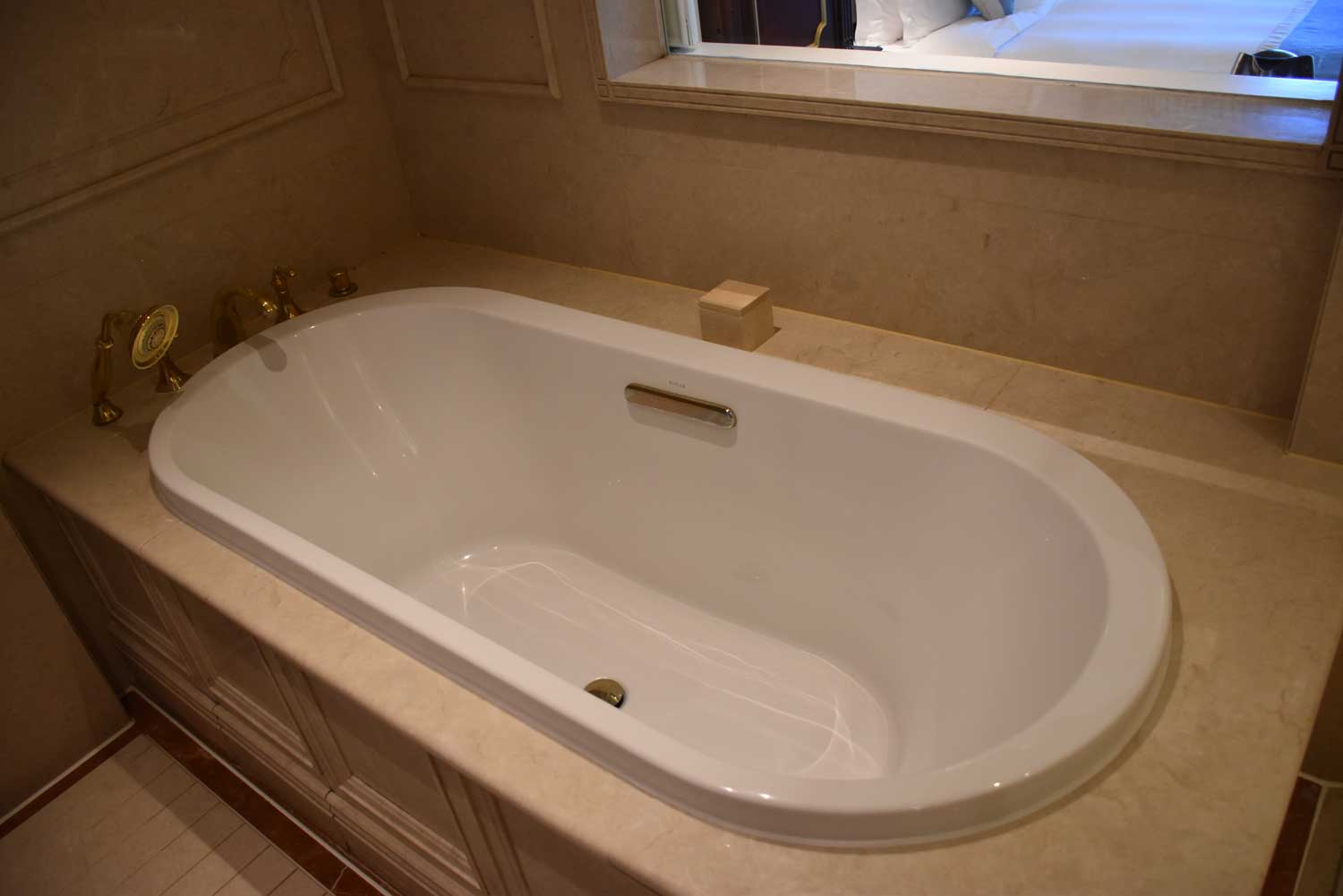 Legend Palace Hotel Executive Seaview bathtub