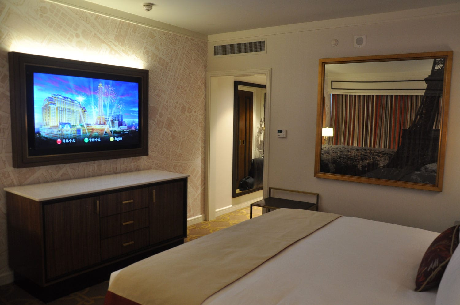 Parisian Macao Eiffel Tower room TV