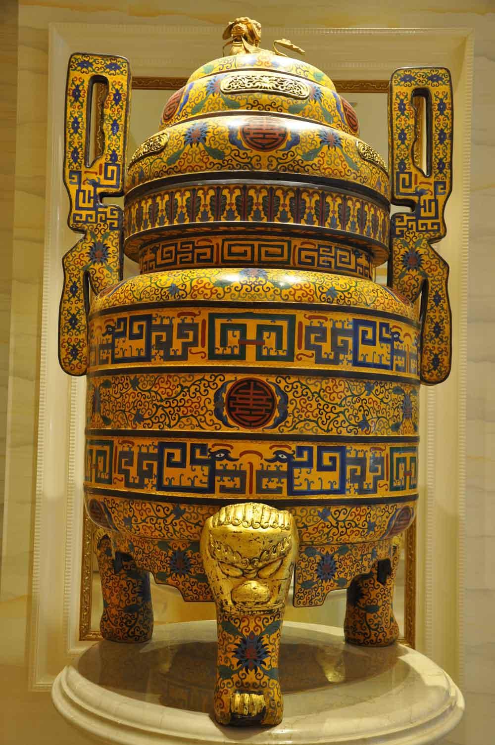 Wynn Macau ceremonial vase