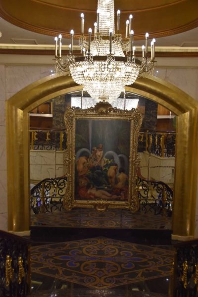 Hotel Lisboa painting and chandelier