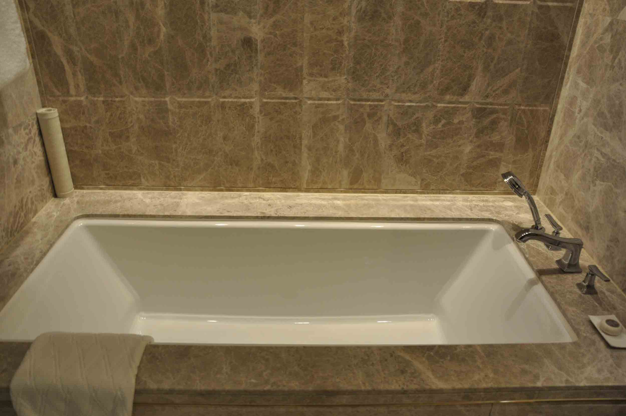 Studio City Macau Star Premium KIng Suite bathtub