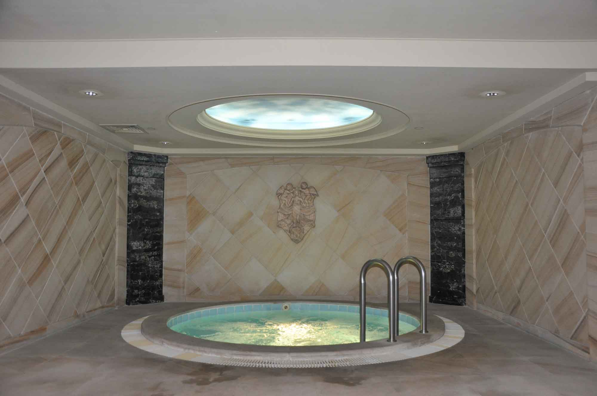 New Orient Landmark Deluxe room jacuzzi