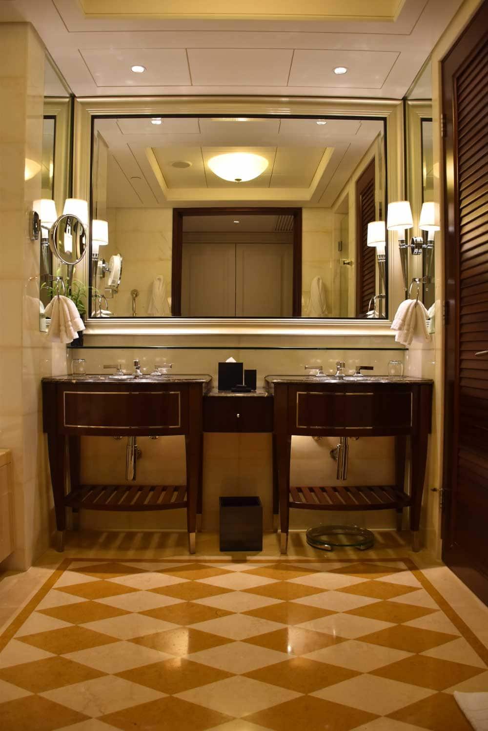 Four Seasons Macau Deluxe Room bathroom