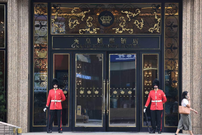 Grand Emperor Hotel Buckingham Palace guards