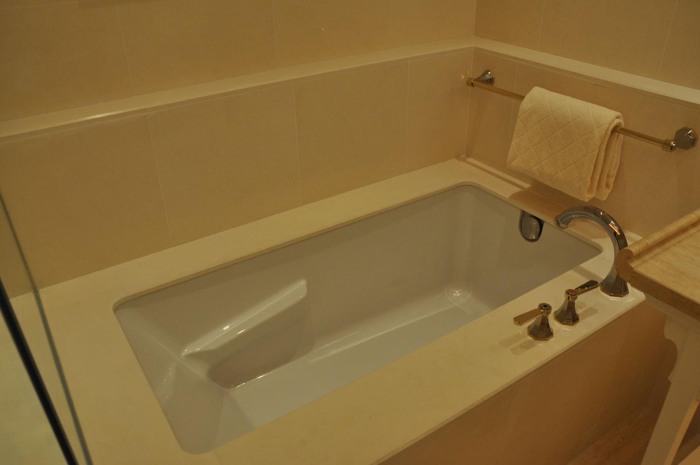 Wynn Palace King Room bathtub