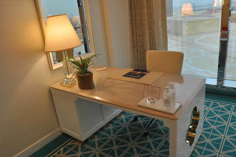 Wynn Palace King Room desk