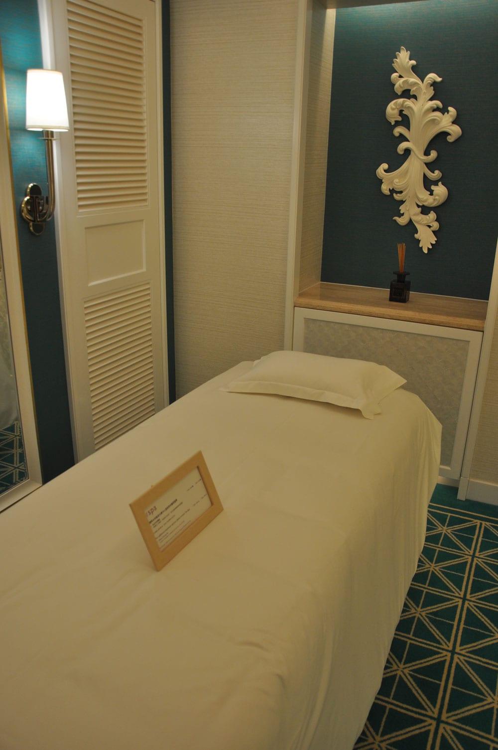 Wynn Palace King Room massage bed