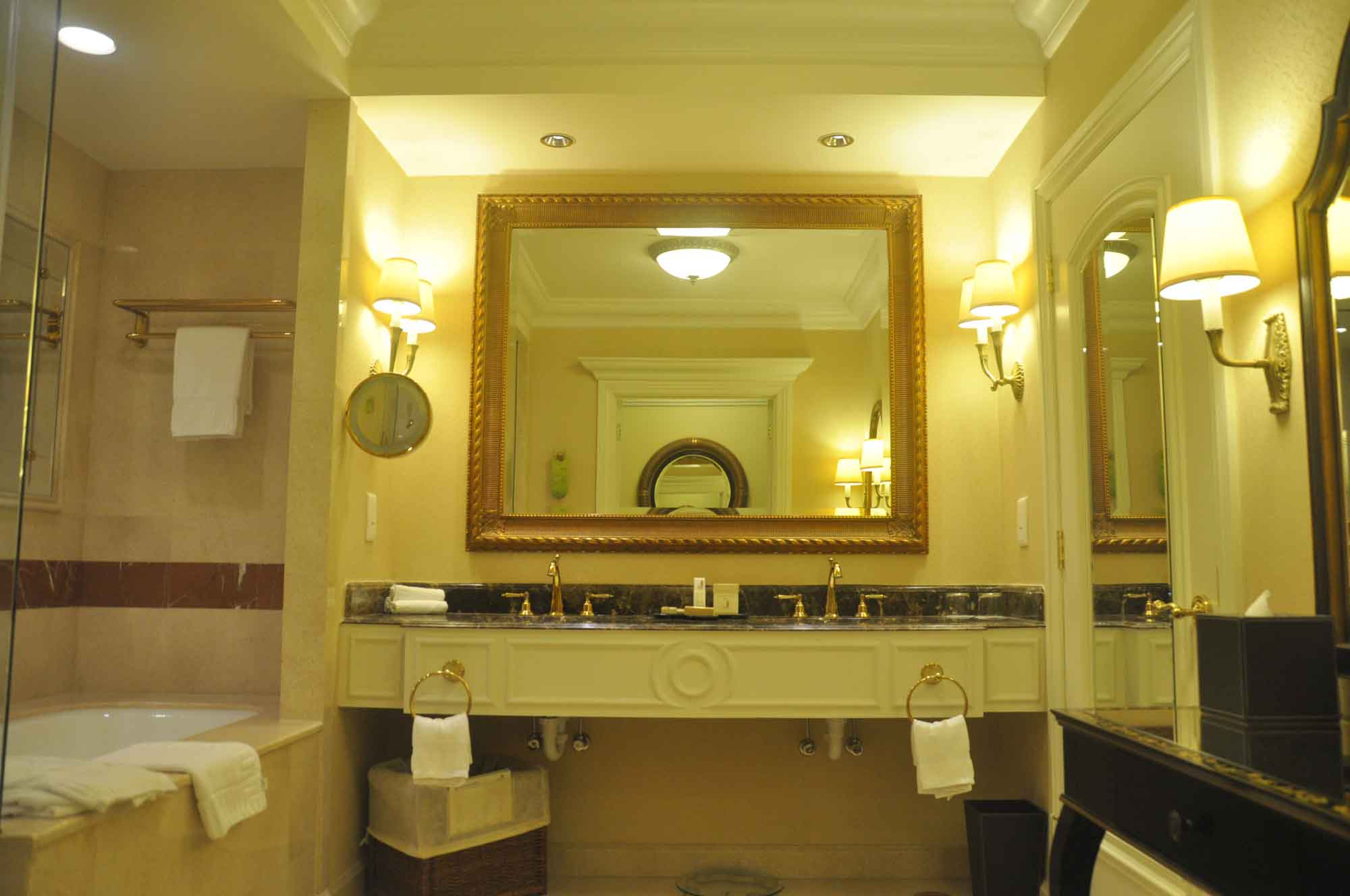 Venetian Macau Royal Deluxe Suite bathroom