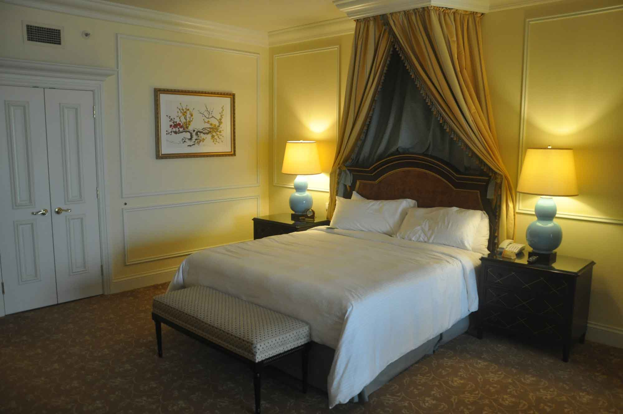 Venetian Macau Royal Deluxe Suite bed