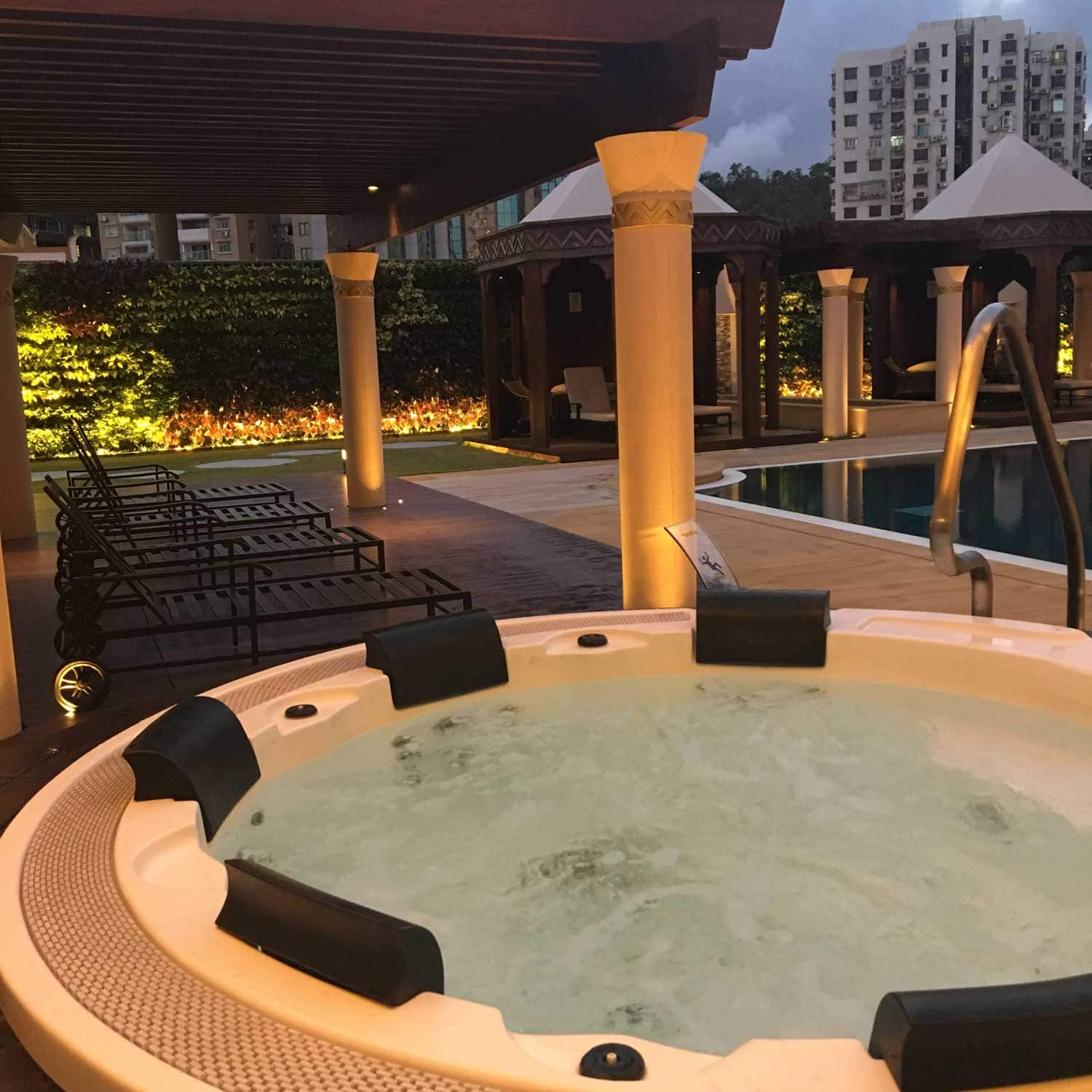 Legend Palace Hotel outdoor hot tub