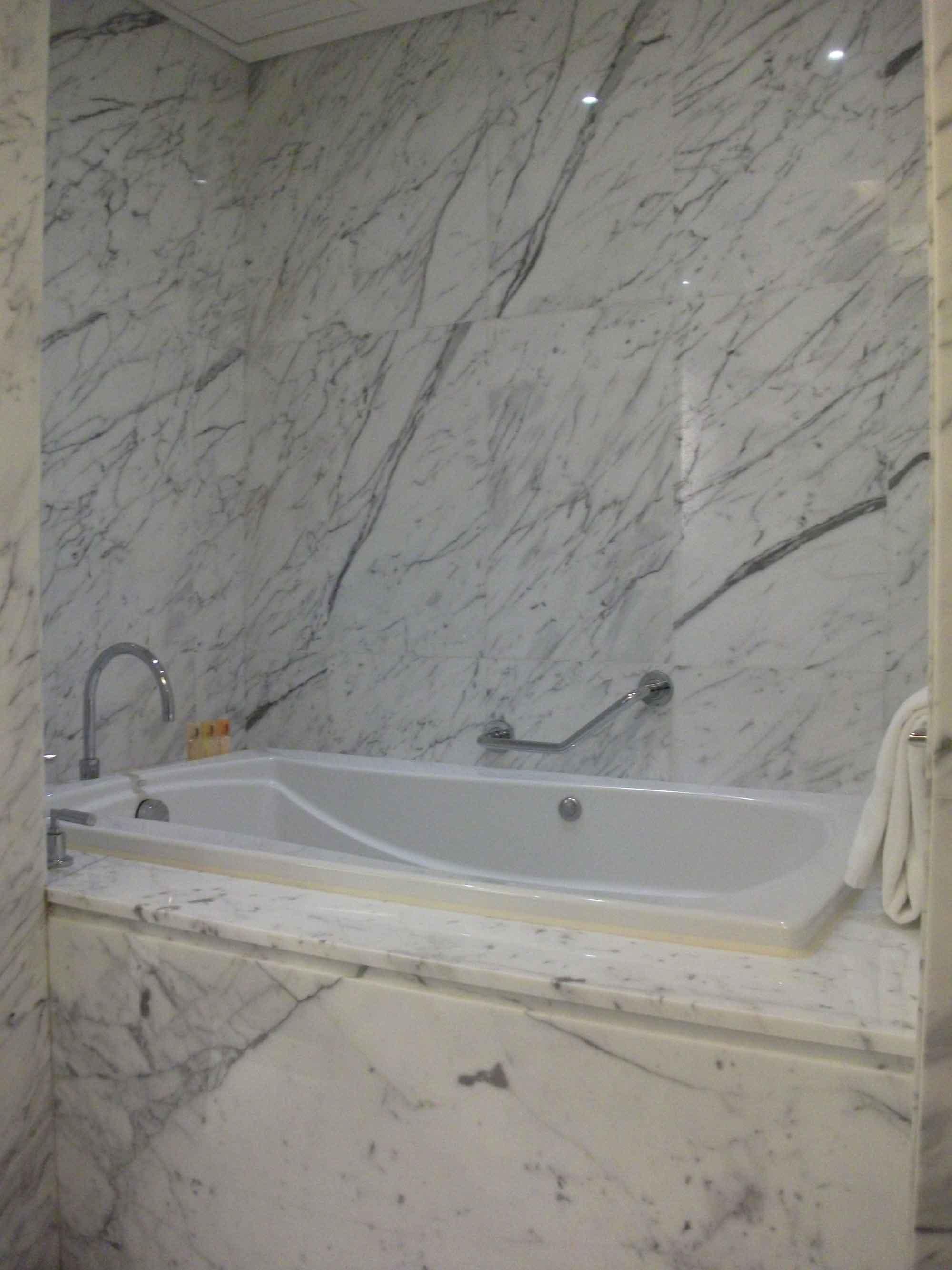Sands Macao deluxe suite bathtub