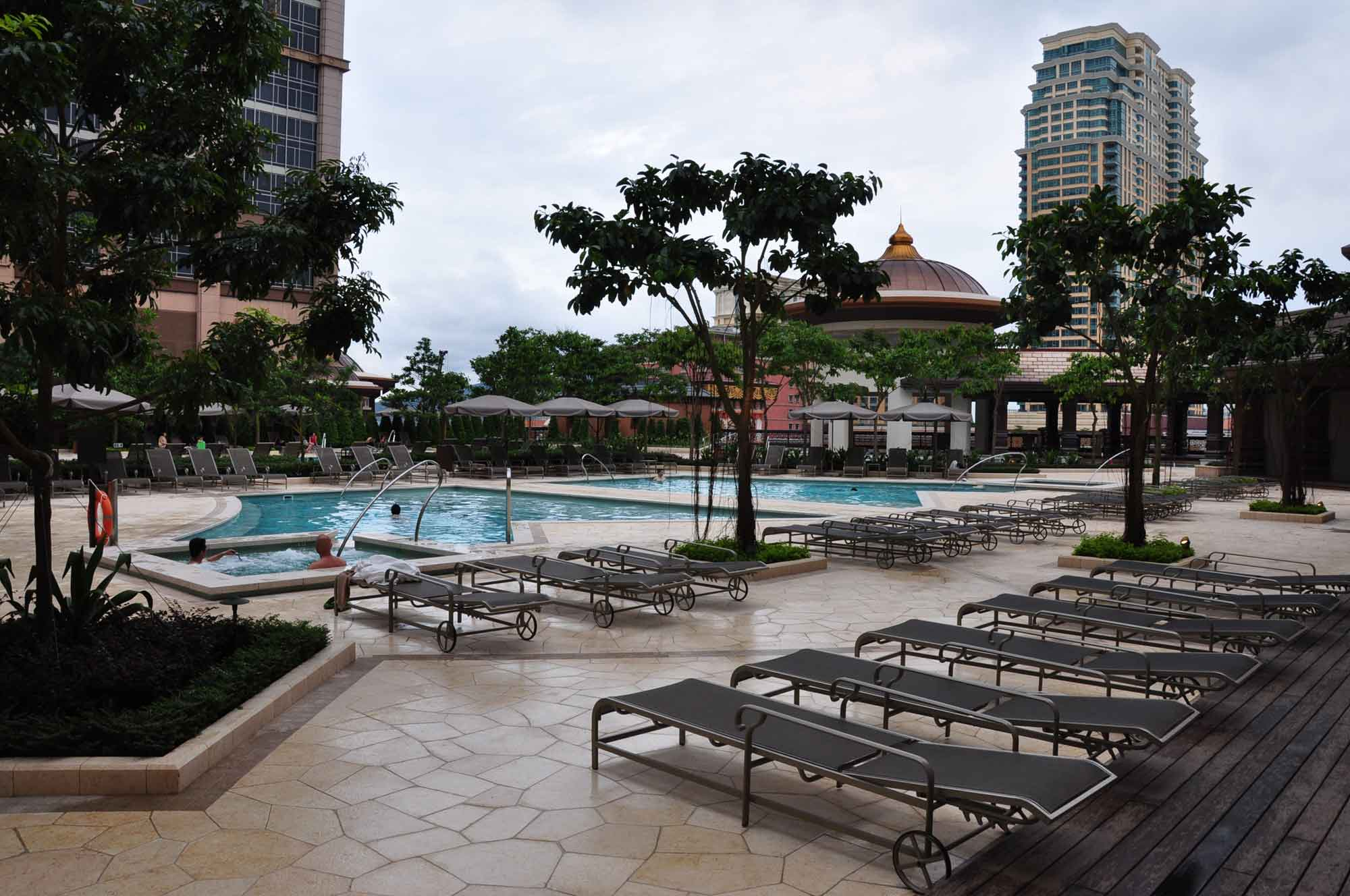 Sands Cotai Holiday Inn outdoor pool