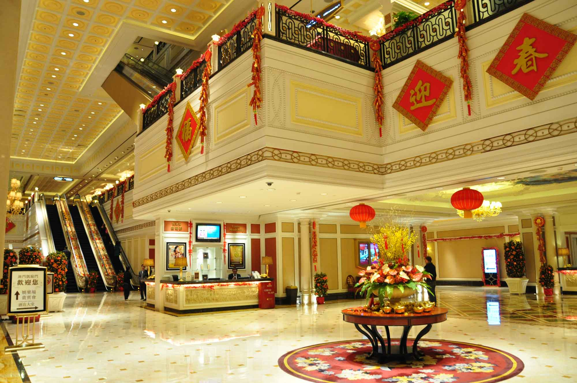 L'Arc Macau Hotel lobby and escalators