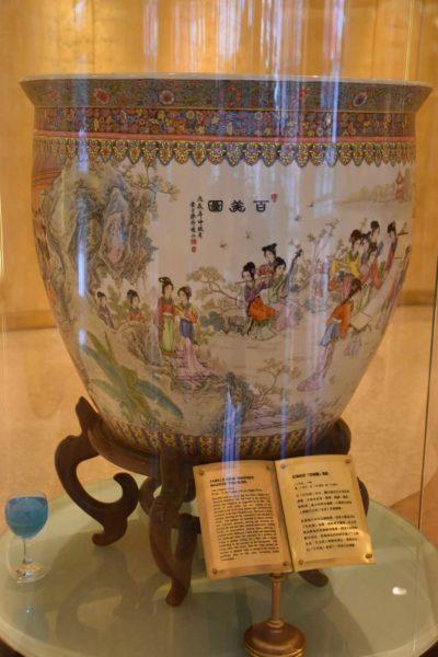 Hotel Lisboa traditional Chinese vase