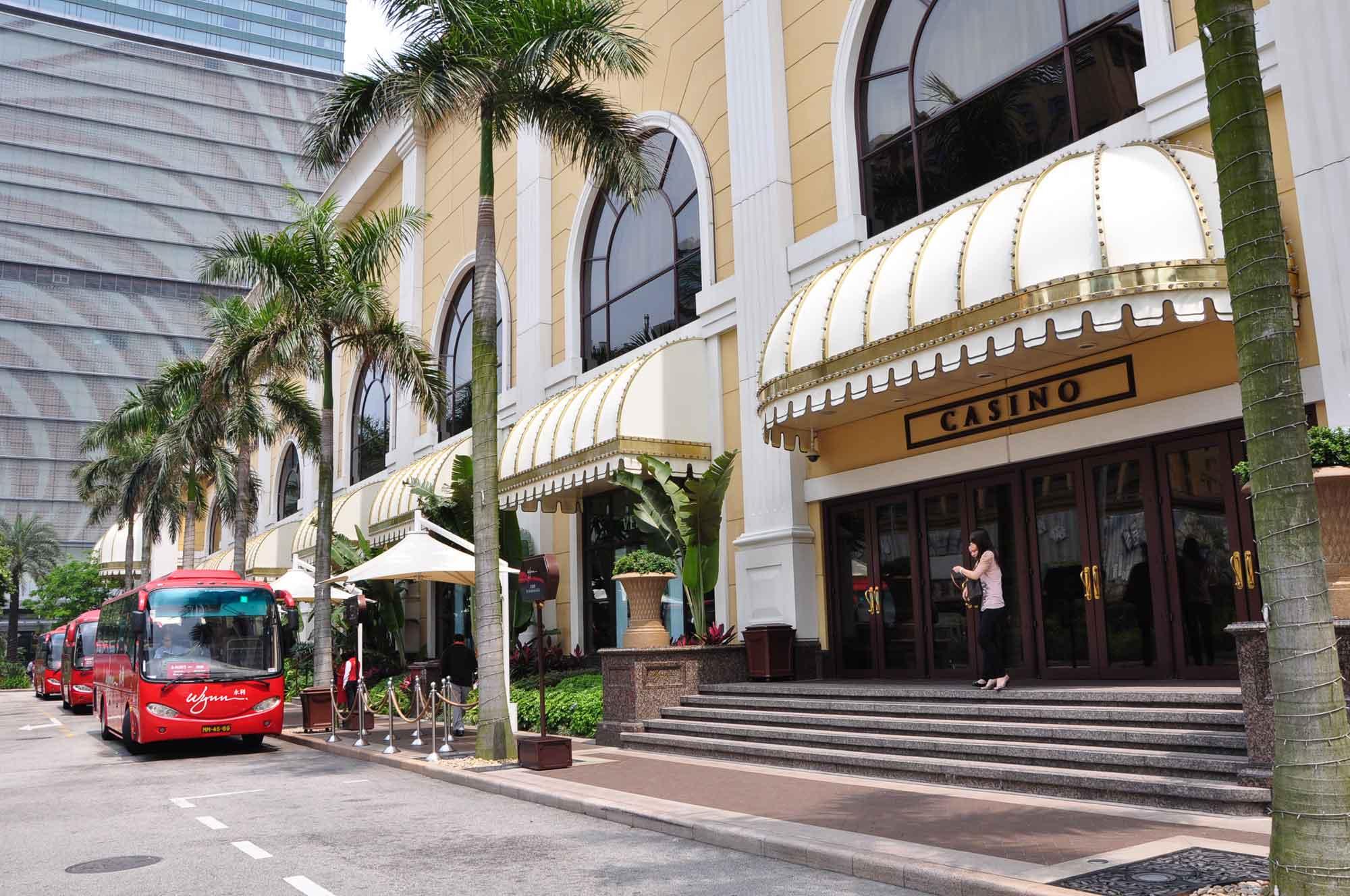 Wynn Macau buses and Casino entrance