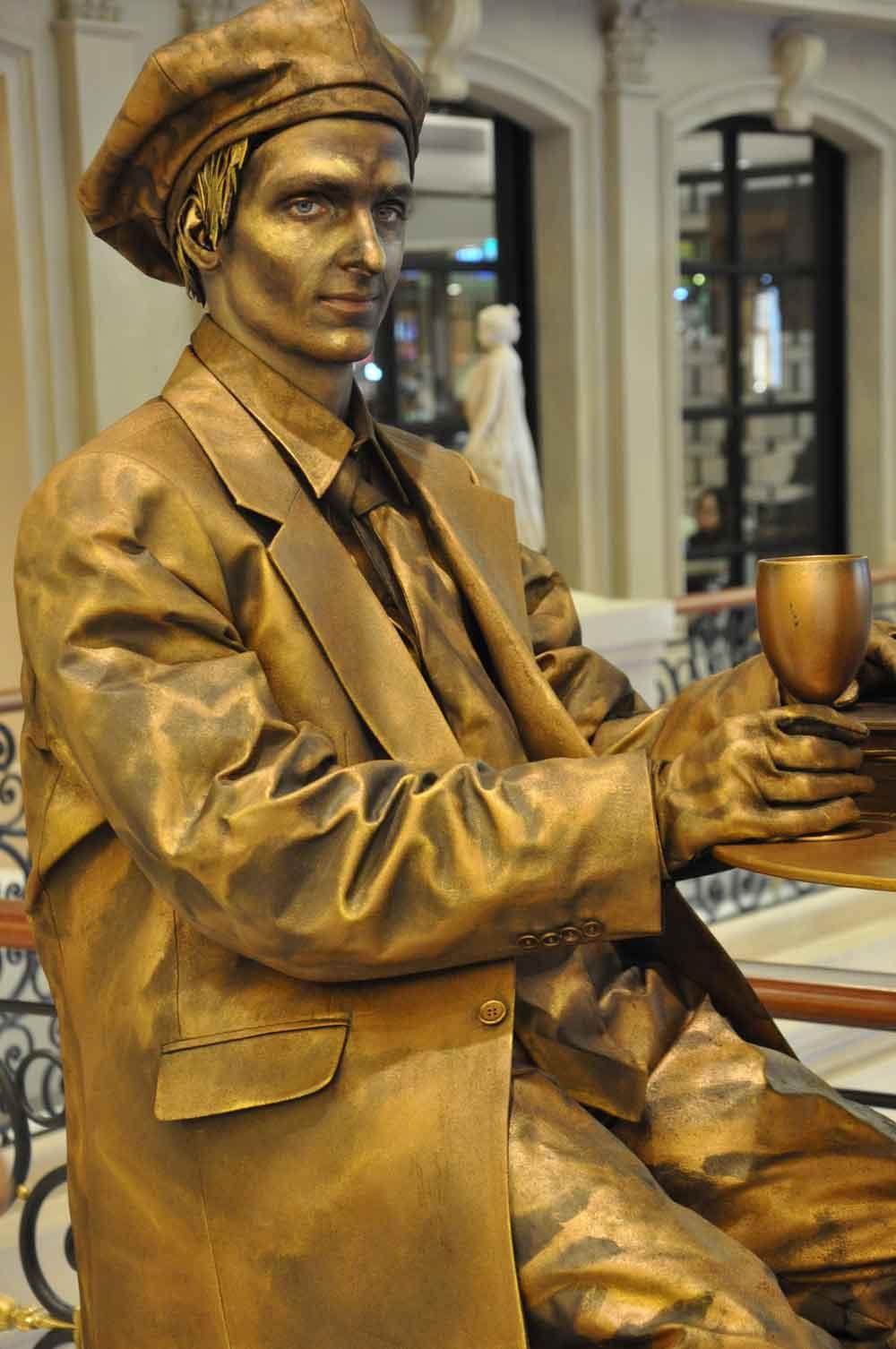 Parisian Macao living statue