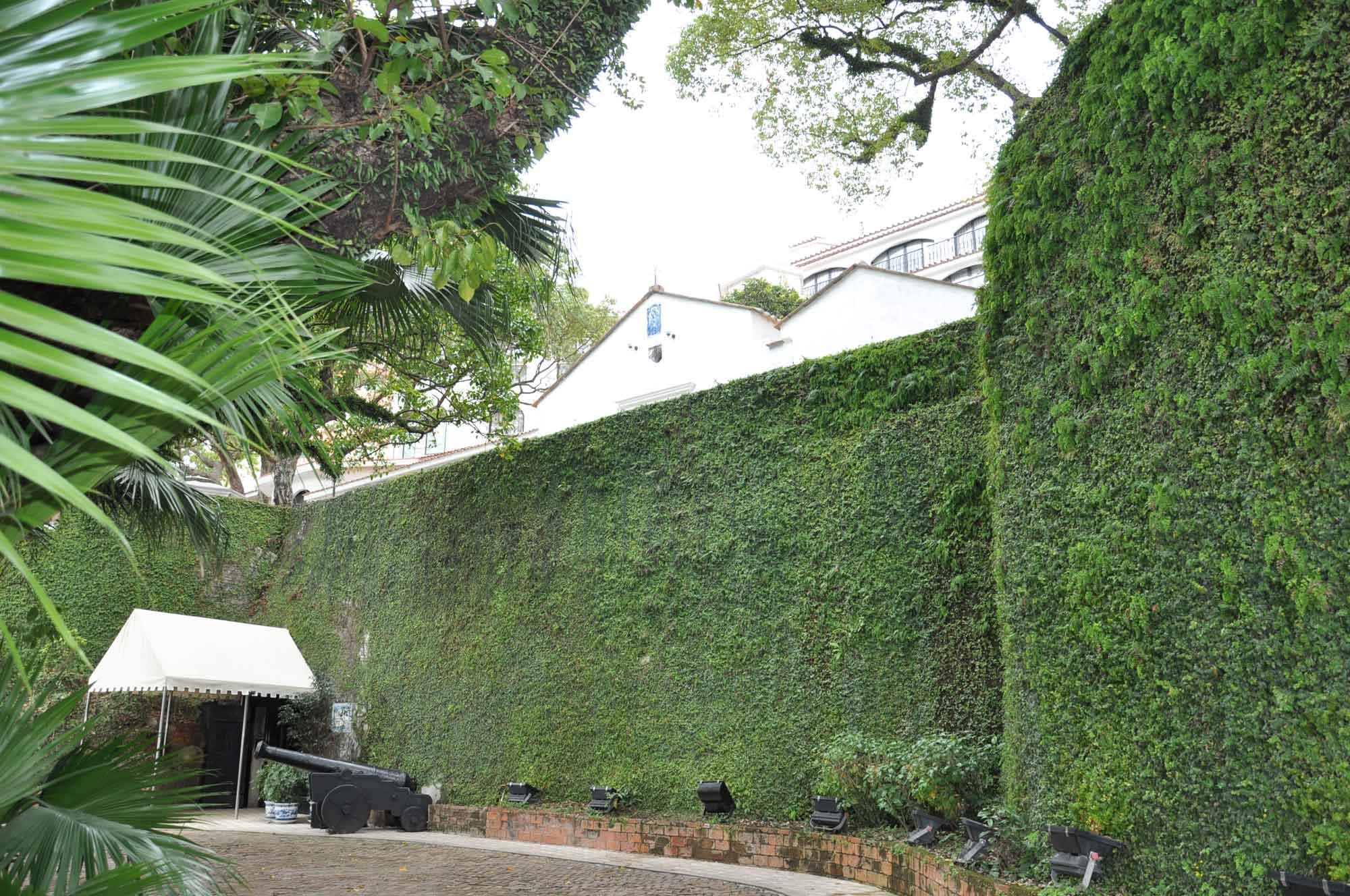 Pousada de Sao Tiago Macau green moss wall
