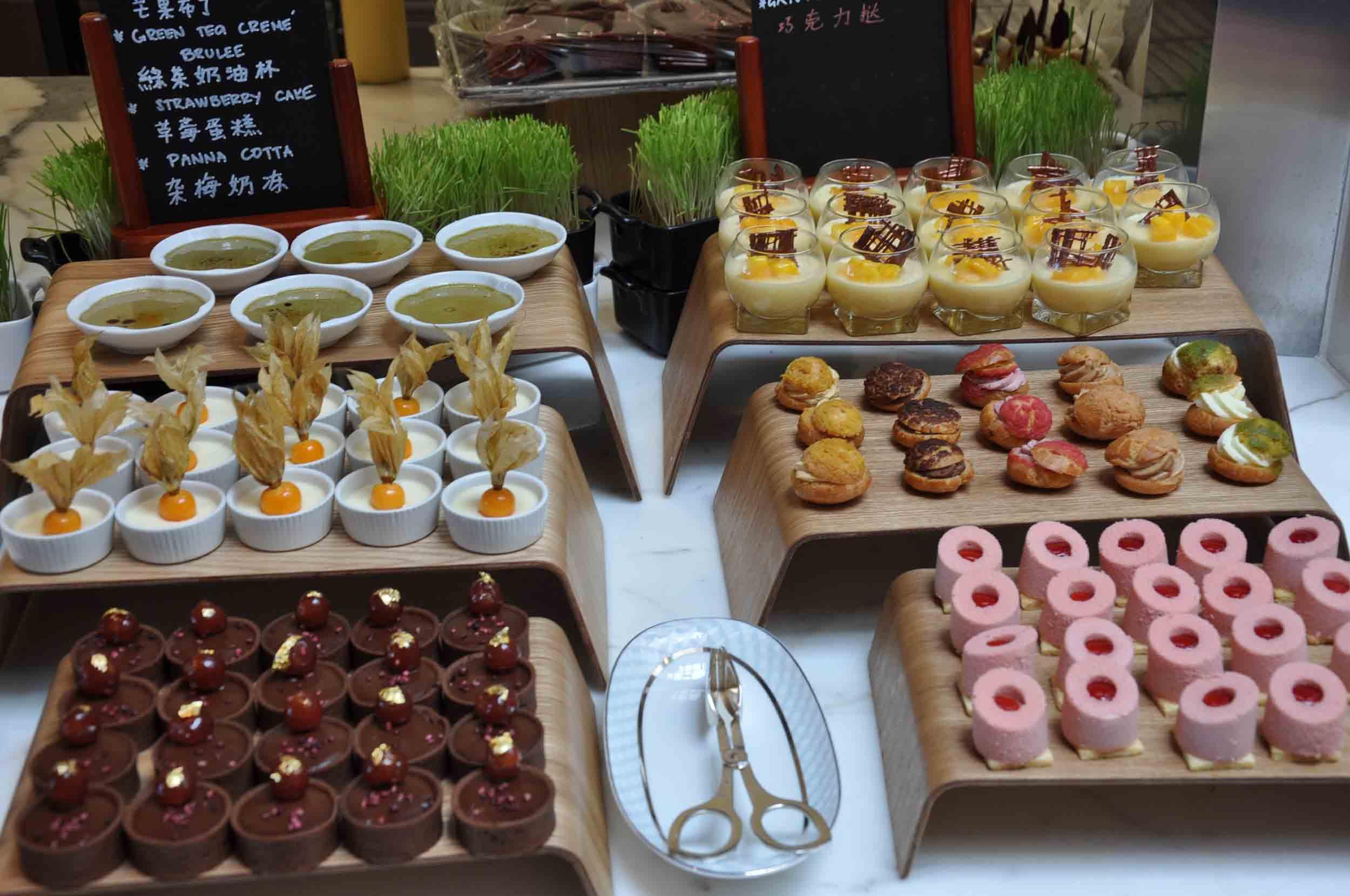 Ritz-Carlton Macau Club Lounge buffet dessert section