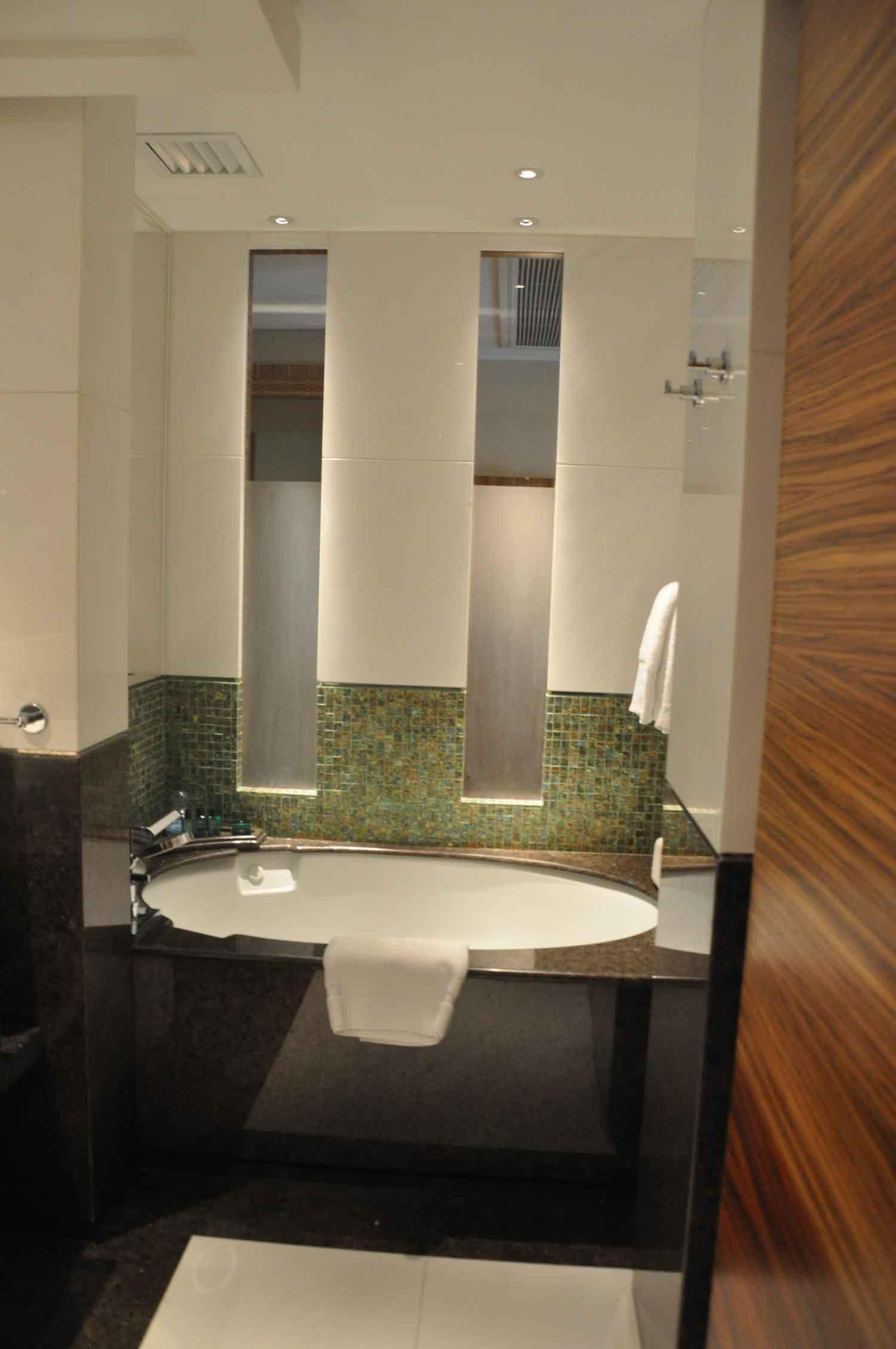 Pousada de Sao Tiago Macau Barra Suite bathtub