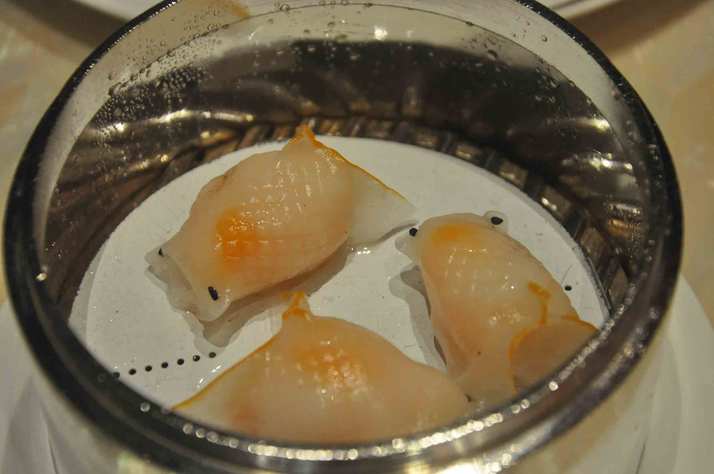 Macau Michelin Restaurants: Cristal Blue Shrimp Dumplings at 8 Macau