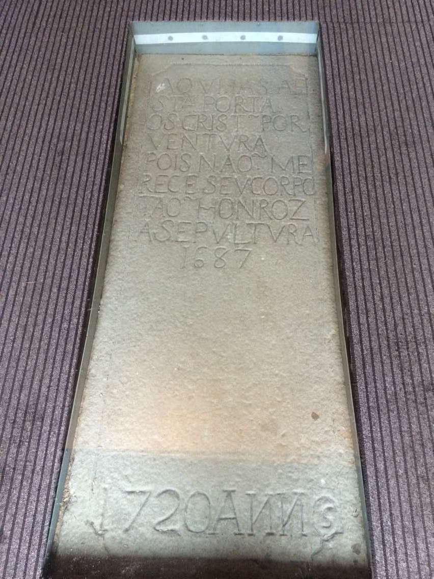Guia Chapel gravestone