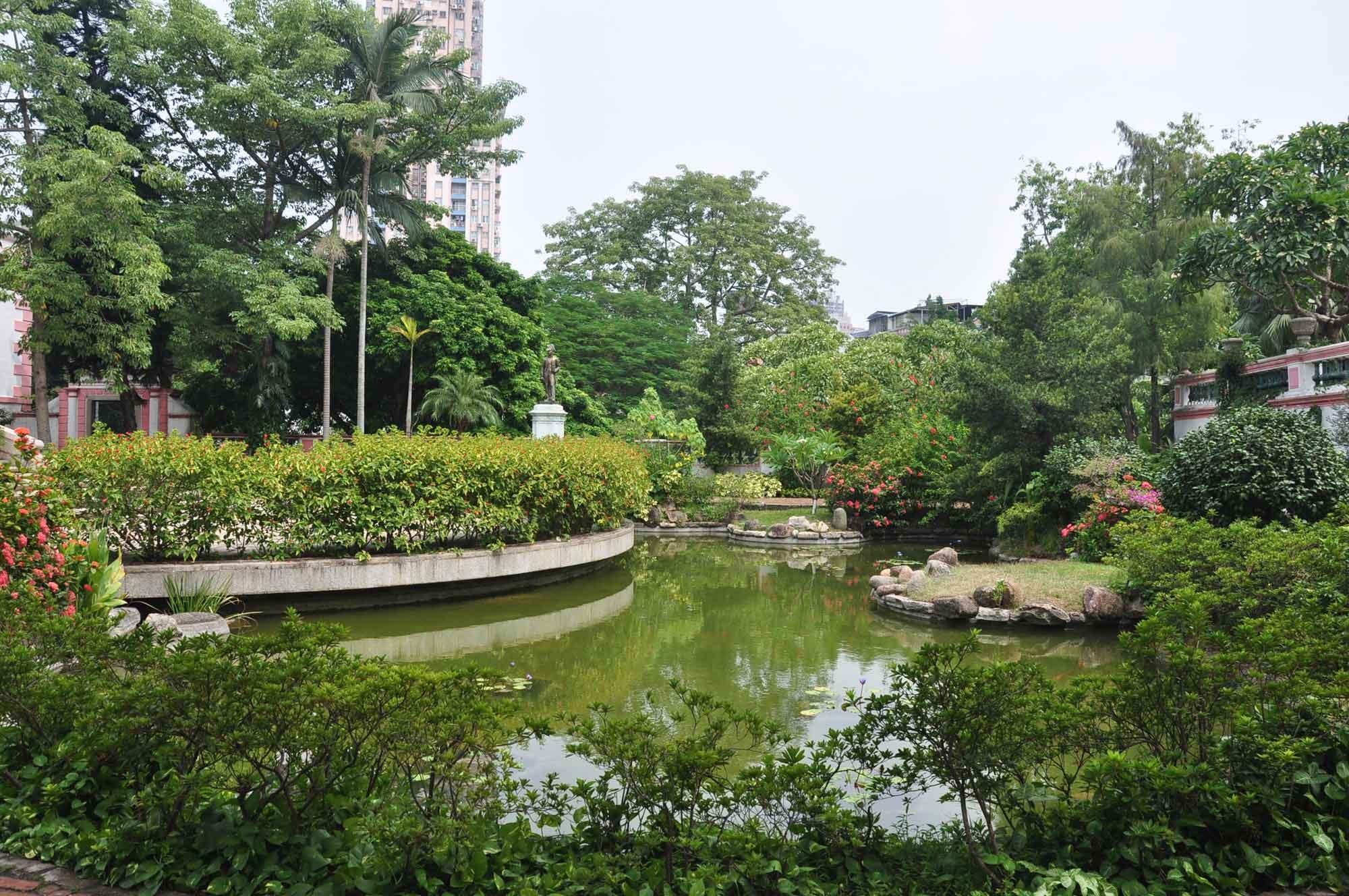 Casa Garden pond