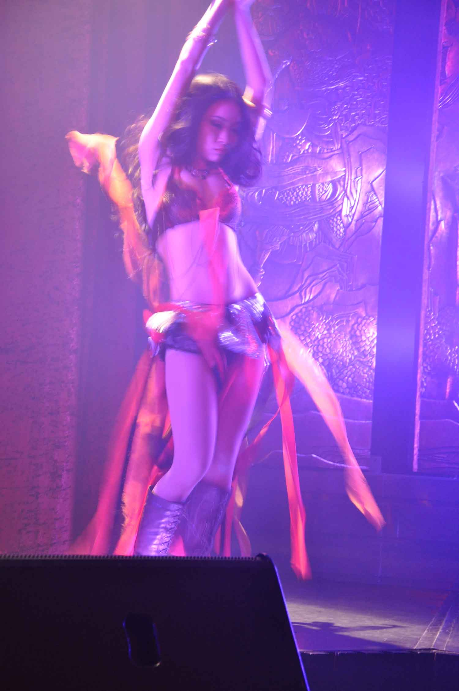China Rouge Macau stage dancers