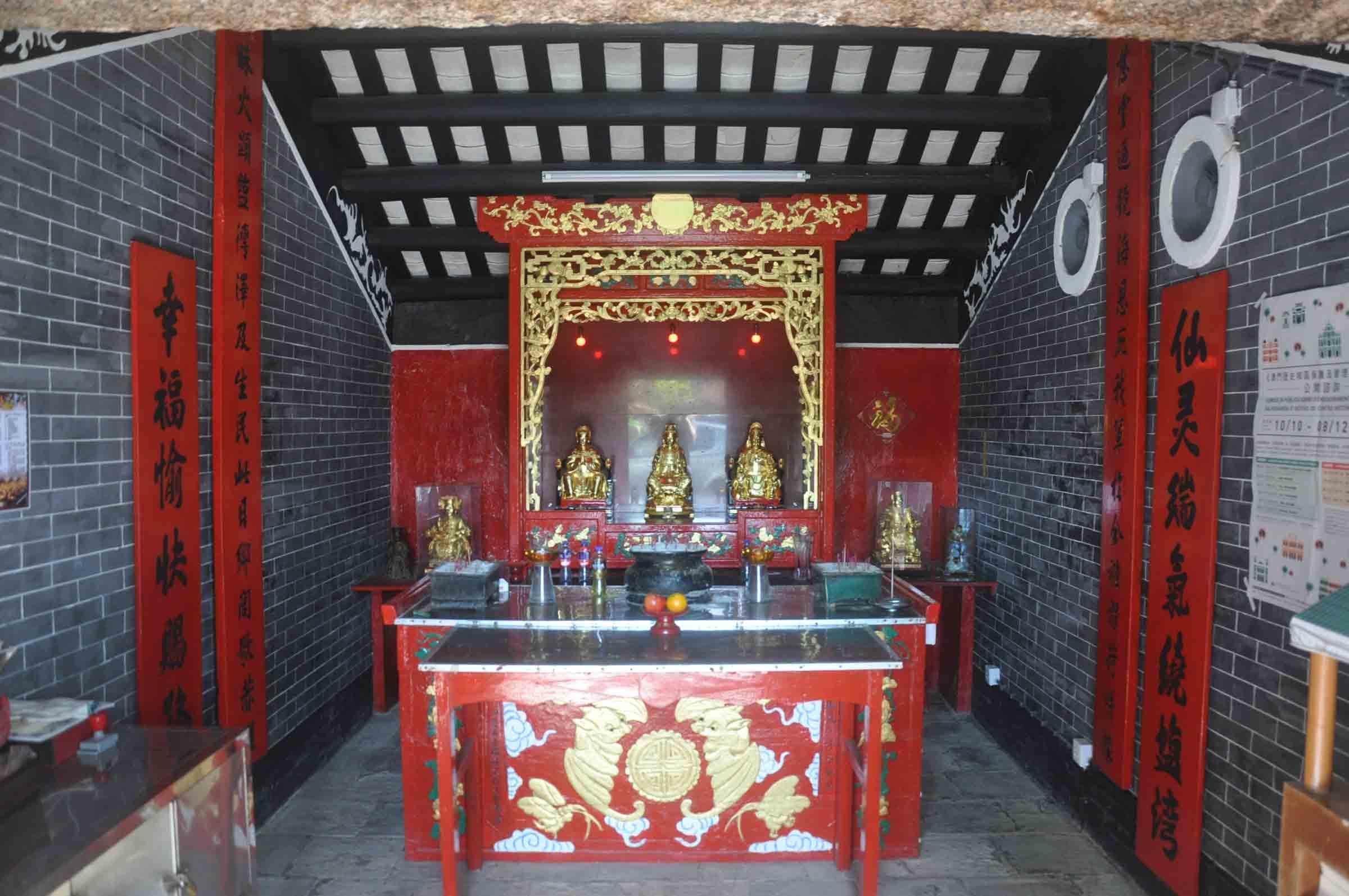 Sam Seng Temple inside