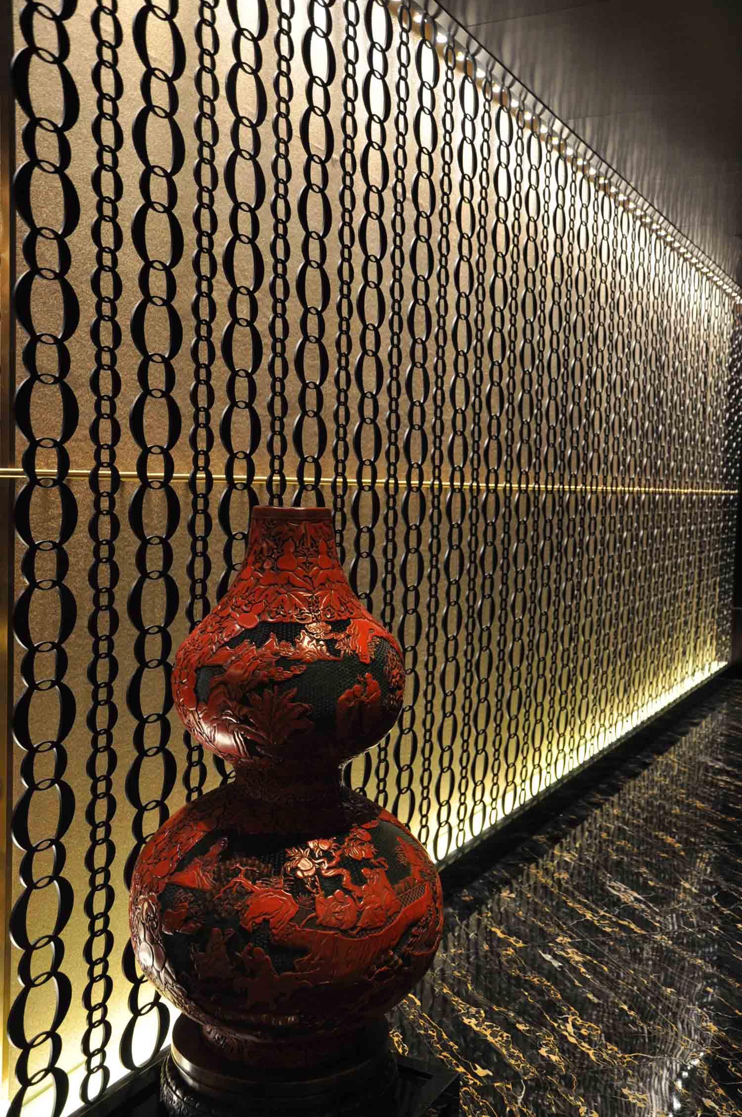 8 Restaurant Macau dangling chains