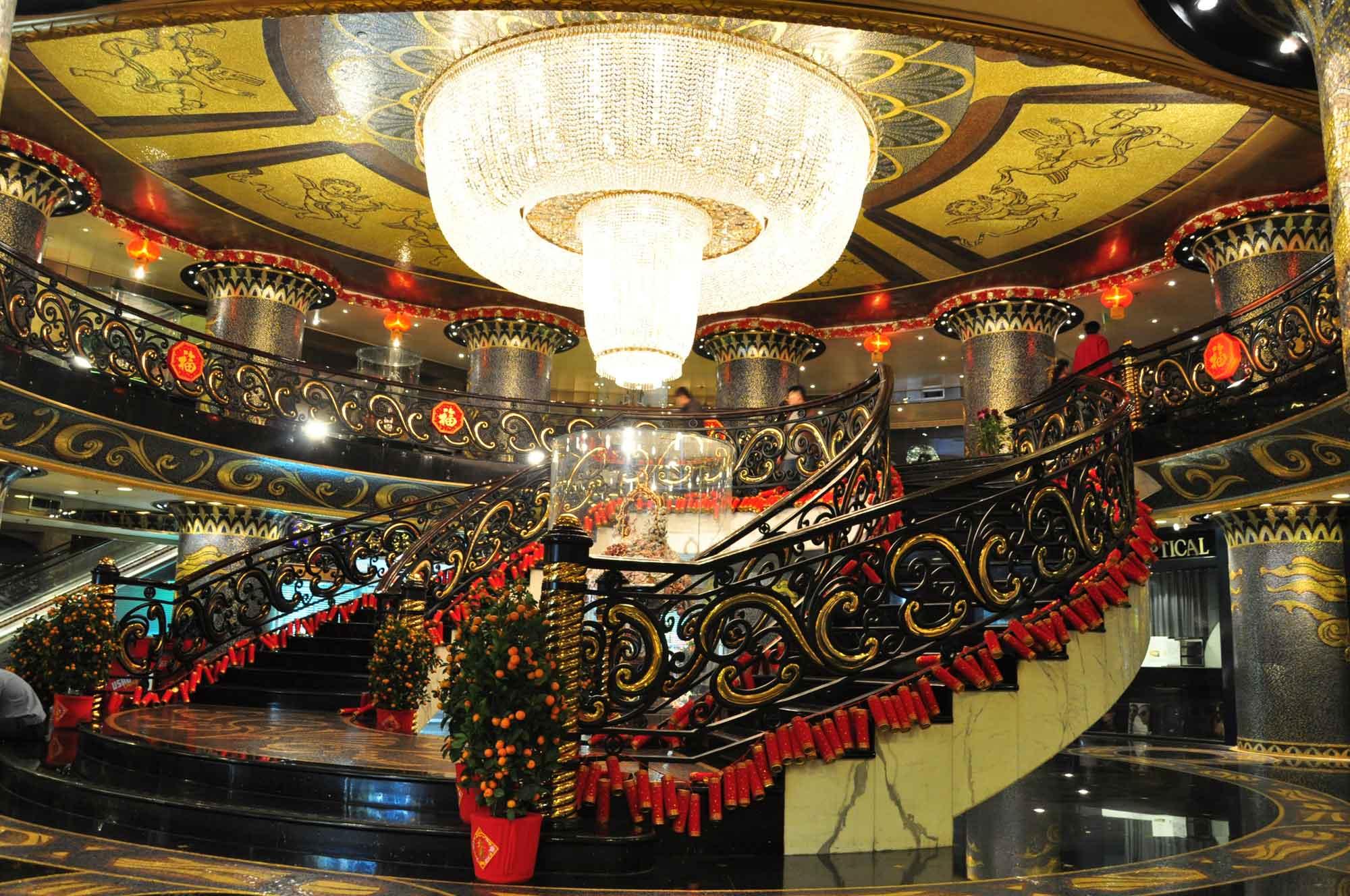Hotel Lisboa lobby