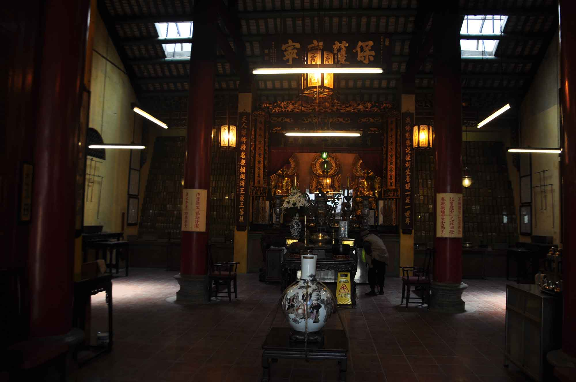 Temple of the King of Medicine interior