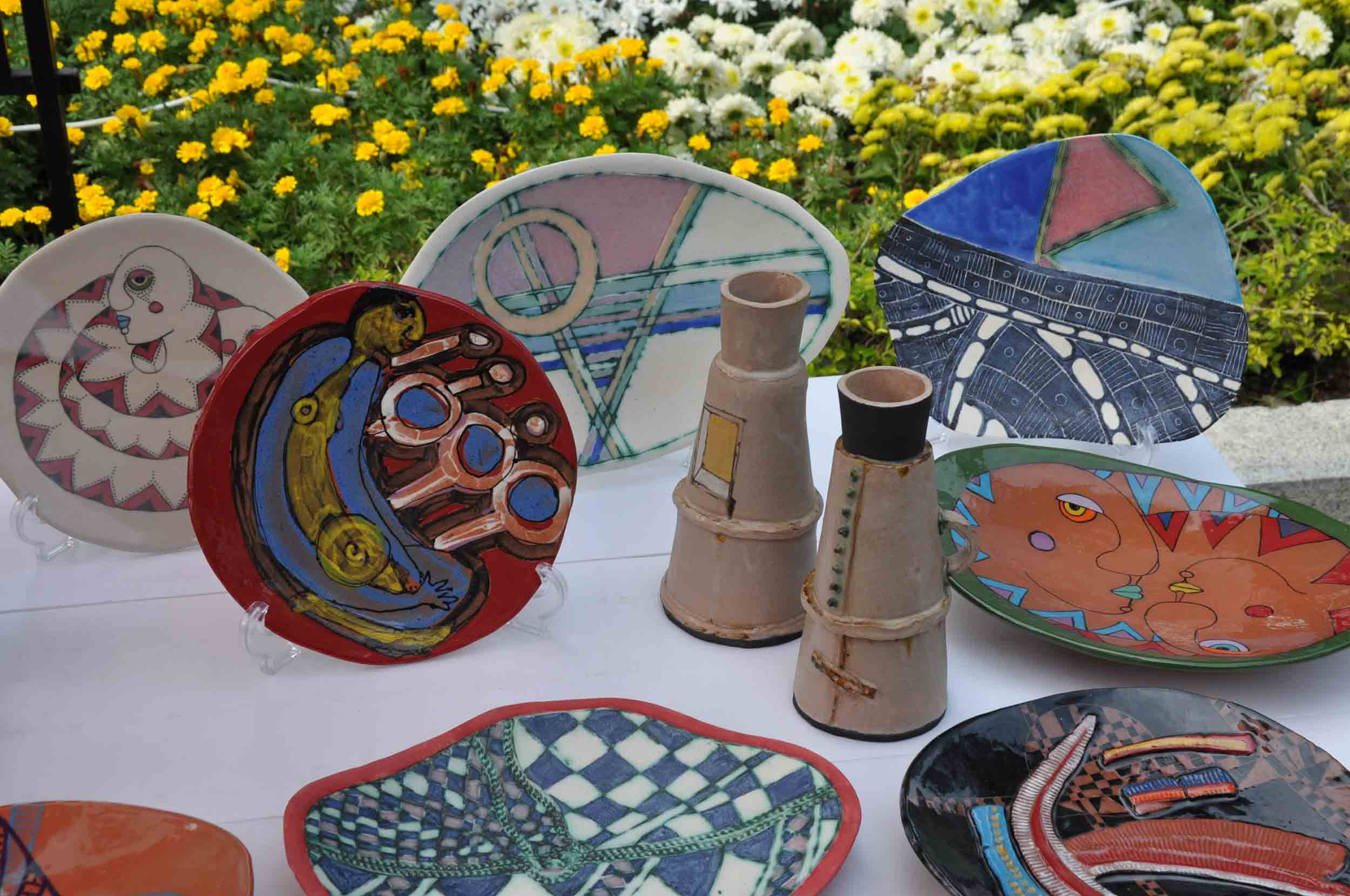 Lusofonia Festival plates and cups on sale